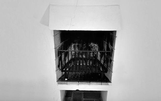 Chimenea Mod. CAPILLA en obra /instalada en la casa de Cadaqués)